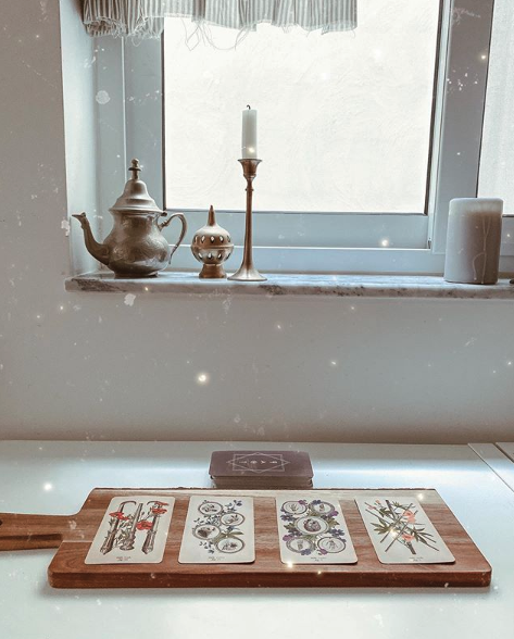 Your Sun in Pisces Tarotscope Attunes You to the Magic of the Season
